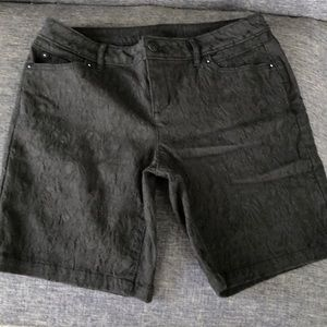 Simply Vera black Bermuda shorts